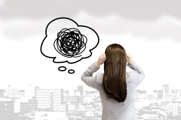 【休日も仕事が頭から離れない原因は?】土日にリラックスできる解消法8パターン