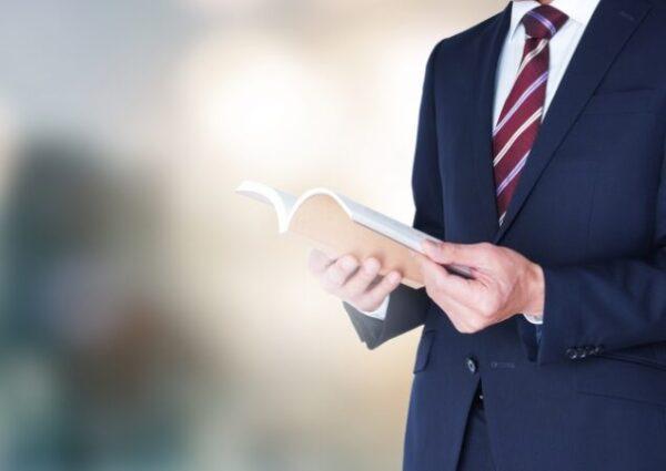 【厳選●冊】営業職が絶対読むべきおすすめ本|年間ノルマを3か月で達成する営業10年目が紹介