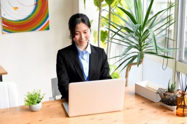 営業以外への転職に有利な資格